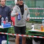Herr Weigel beim Getränke reichen - Vielen Dank auch an AMSport (Foto: Christoph Höhne)