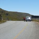 Das Verpflegungsfahrzeug am Ziel der Bergstrecke
