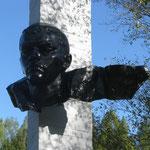 Скульптурный портрет А. Матросова после реставрации, сентябрь 2012 г.
