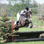 Wiebke Tönjes mit ihrem Pferd Conara in der Vielseitigkeit