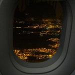 機内からサンクトペテルブルクの夜景