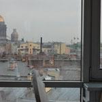 3日目…ホテル朝食会場からの眺め。イサク大聖堂が見えます。