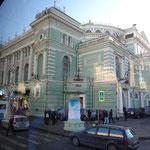 夜はマリインスキー劇場にオペラ観に行きました