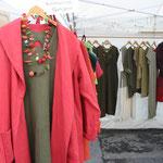 Leinenjacke  über Leinenkleid mit Filzcollier - aus heimischen Materialien !