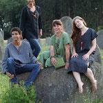 Textildesignerin gerda Kohlmayr mit ihren Models Patrizia,  Carmen, Helmut