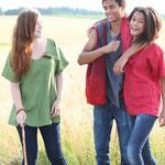 einfärbige Leinenhemden und Accessoires aus Waldviertler Filz