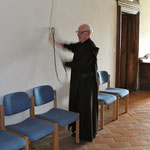 Br. Martin läutet zur Vesper