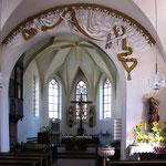 Barockisiertes Inneres mit gotischem Chor