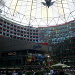 ... im Sony Center am Potsdamer Platz.
