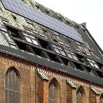 Rostock: Nikolaikirche mit Wohnungen im Dach.
