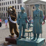An das geteilte Berlin beim Brandenburger Tor ...