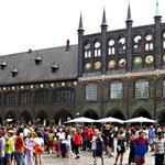 ... auch hier: das Rathaus ...