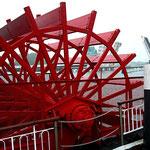 Kappeln: Schaufelrad eines Schiffes vor der Schleibrücke ...
