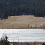 der Westteil vom See ist noch mit Eis bedeckt
