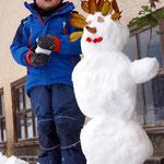Simon ist größer als der Schneemann