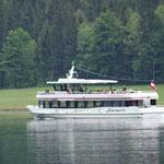 jetzt ist das Schiff in Linienverkehr am See unterwegs