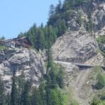 schönes Panorama (im Bild die Dolomitenhütte).....