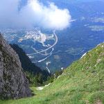 Blick ins Tal auf die Autobahn Villach - Italien