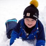 auch Simon hat Freude mit dem Schnee