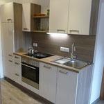 Küchenblock mit Geschirrspüler, Kühlschrank