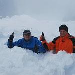 Hans und Markus versinken im Schnee