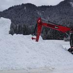riesige Schneehaufen wurden angelegt