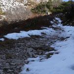 nordseitig liegt noch ein wenig Schnee