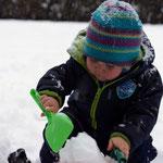 auch die Kinder freuen sich über den Schnee