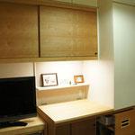 TV台やプリンタ収納部はキャスターで可動式になっている。