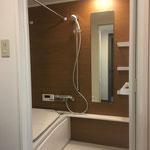 造作収納と合わせた浴室壁面のアクセント