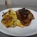 tournedos rossini et lamelles de truffe accompagné de gratin de pommes de terre truffé