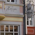 Café Hansen, einmal klassisch auf der Bernkasteler Seite und einmal modern und legere im Café Spatz auf der Kueser Seite