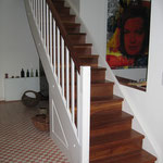 Treppenanlage - Stufenbau aus Massiv-Nussbaum