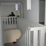Blick auf Treppe/Geländer obere Etage