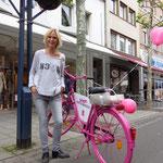 Wem gehört bloss das pinke Fahrrad? Und wer hat das andere geklaut...? Fragen, Fragen, Fragen...
