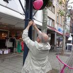 Detlef, bitte den Ballon etwas höher hängen.