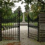Eingang zum Italienischen Soldatenfriedhof