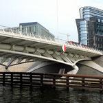 Kronprinzenbrücke von 1996 (Entwurf: Santiago Calatrava)