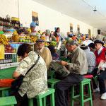 Im Mercado Central, Spezialität Früchte mit Joghurt und Obstsäfte