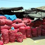 Markt von Tacna, Zwiebelsäcke