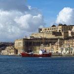 Blick vom Grand Harbour auf Upper Barrakka Gardens
