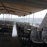 Schwerer Schauer und Seegang vor der Hafeneinfahrt von Malta