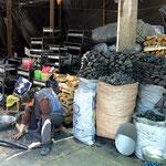 Markt von Tacna, Verkauf von Holzkohle