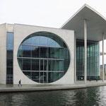 Marie-Elisabeth-Lüders-Haus mit dem zweitgrößten Saal des Deutschen Bundestags (Architekt: Stephan Braunfels)