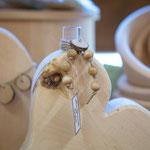 Zirbenherz mit Glasphiole (Symbolfoto)