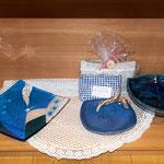 Glasteller, Keramikteller, Kräuterkissen. Bergheukissen