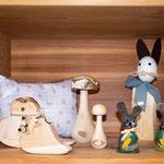 Zirbenherzen, Zirbenkissen, Holzpilze aus Birke, gefilzte Mäuse, Scheiterhase (Symbolfoto)