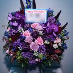 紫(Purple)のフラワーアレンジメント。東京都23区送料無料。目黒区からお届け。