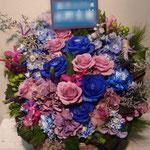 青と紫のフラワーアレンジメント。東京都23区送料無料。目黒区からお届け。