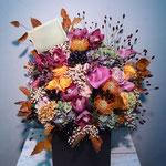 季節の花材を使用したフラワーアレンジメント 東京都23区送料無料